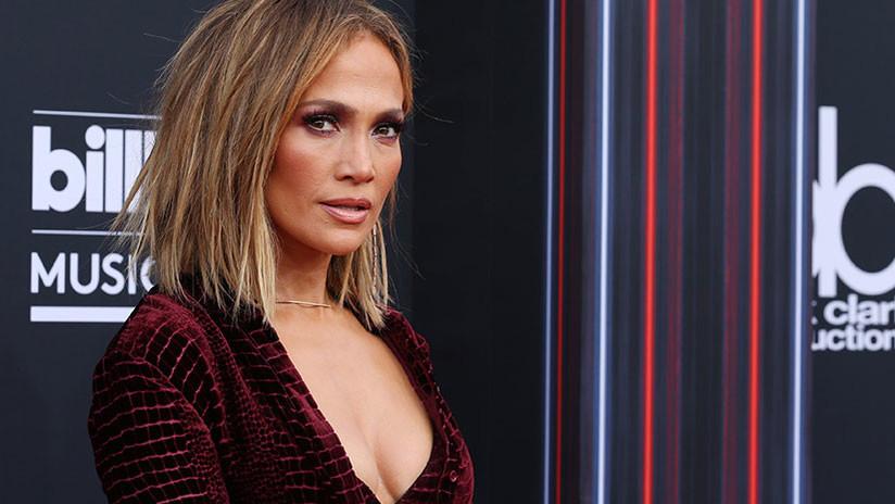 FOTOS: Jennifer López ostenta un lujoso bolso Valentino y causa polémica en la Red