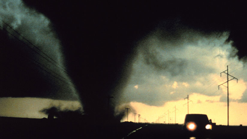 ¿Milagro celestial? Un tornado pasa sobre un monasterio ruso sin causarle ningún daño (FOTO)
