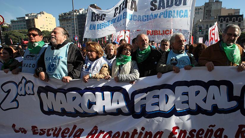 """Miles de argentinos se movilizan en todo el país """"por pan y trabajo"""""""