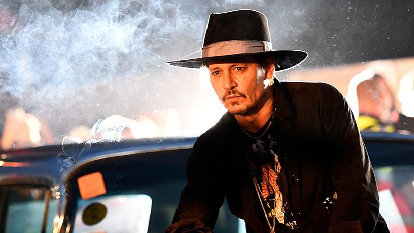 Johnny Depp se reúne con 40 admiradoras rusas a cambio de dinero