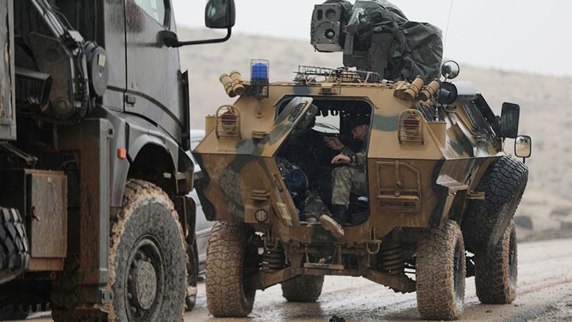 FUERTE VIDEO: Un blindado turco pasa por encima de una anciana kurda y la mata en el acto