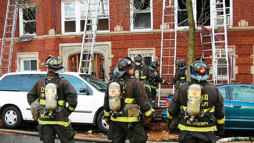 VIDEO: Intenta suicidarse desde una ventana y un bombero lo atrapa en plena caída