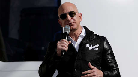El fundador de Amazon and Blue Origin, Jeff Bezos durante una rueda de prensa en Colorado, Estados Unidos, el 5 de abril de 2017.
