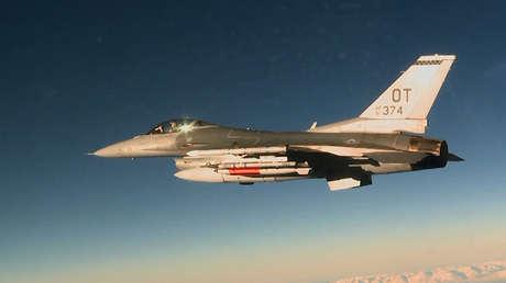 Un avión de combate F-16C lanzó una bomba termonuclear B61-12 de prueba en Nevada, el 14 de abril de 2017.