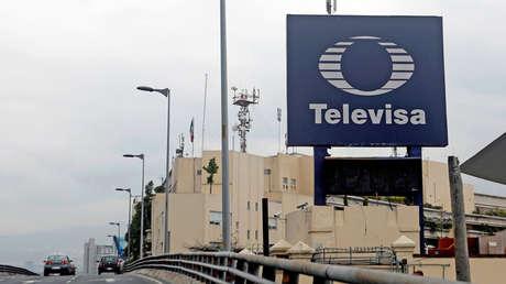 El logotipo de la emisora Televisa se ve frente a su sede en la Ciudad de México, México, el 10 de julio de 2017.
