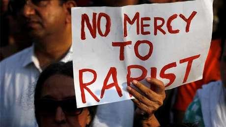 Protestas por las violaciones de una niña de ocho años y de una adolescente en distintas partes de la India. Mumbai, India, 15 de  abril de 2018