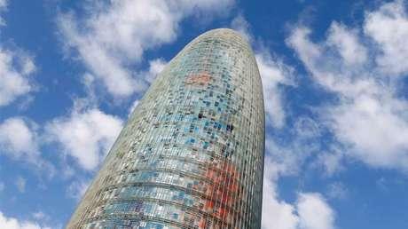La Torre Agbar, diseñada por el arquitecto francés Jean Nouvel, en Barcelona.
