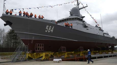 La corbeta de misiles guiados Shkval del proyecto 22800 Karakurt en la naviera Pella, cerca de Sant Petersburgo.