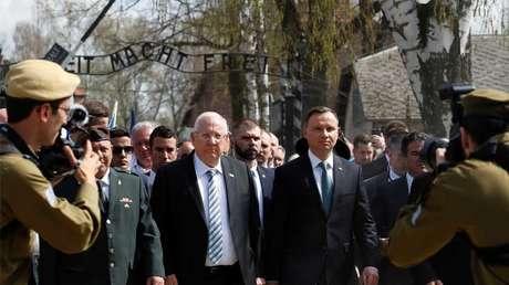 Los presidentes de Polonia e Israel, Andrzej Duda y Reuven Rivlin, respectivamente, conmemoran el Holocausto en Auschwitz (Polonia) en abril de 2018.