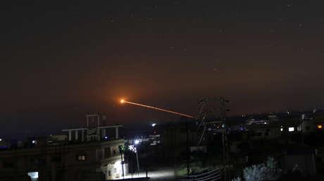 Un misil sobre la ciudad siria de Daara, el 10 de mayo de 2018.
