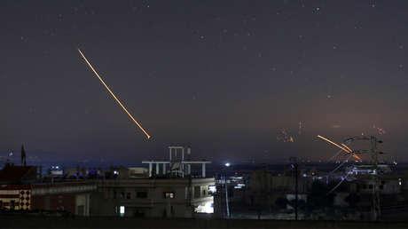 Un misil sobre la ciudad siria de Daara, el 10 de mayo de 2018