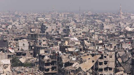 Edificios dañados en el campamento palestino Yarmouk en Damasco, Siria, el 28 de abril de 2018.