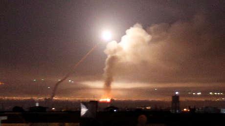 Un misil sobre la ciudad siria de Damasco, el 10 de mayo de 2018.