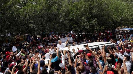 Seguidores del candidato López Obrador lo reciben en Río Bravo, Tamaulipas. 7 de abril de 2018.