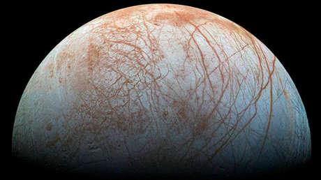 El satélite Europa representado a partir de imágenes tomadas por la misión espacial Galileo de la NASA en la década de 1990.