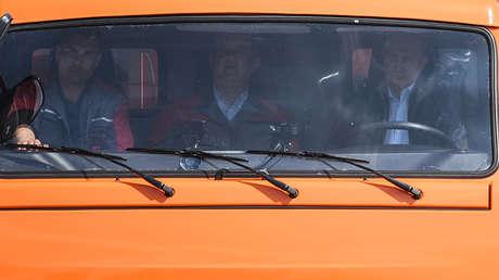 El presidente de Rusia, Vladímir Putin, al volante de un camión Kamaz.