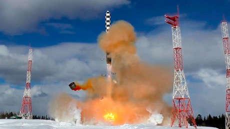 Lanzamiento del misil balístico intercontinental ruso Sarmat desde el cosmódromo de Plesetsk, el 30 de marzo de 2018.