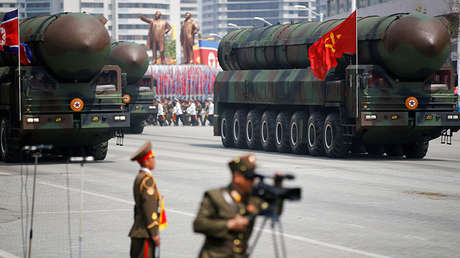 Misiles balísticos intercontinentales durante un desfile militar en Pionyang (Corea del Norte), el 15 de abril de 2017.