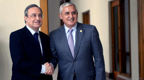 El expresidente de Guatemala Otto Pérez (D) y el presidente del Real Madrid, Florentino Pérez. Guatemala, 5 de junio de 2014.