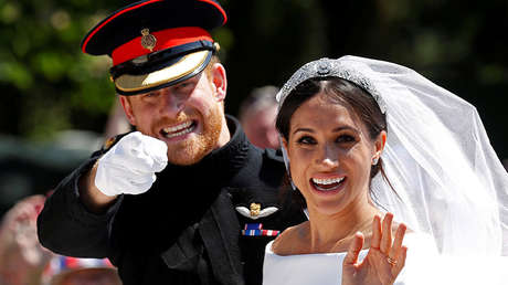 El príncipe Enrique de Inglaterra y su esposa Meghan Markle en el castillo de Windsor, Reino Unido, el 19 de mayo de 2018.
