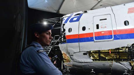 Presentación de un informe sobre el derribo del Boeing 777 de Malaysia Airlines en Ucrania el 17 de julio de 2014, en la base militar de Gilze-Rijen, Países Bajos.