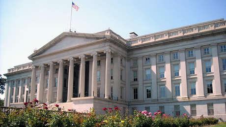 Vista posterior del edificio del Departamento del Tesoro en Washington, D.C.