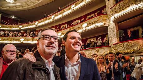 Villegas junto a Albert Rivera en un acto de campaña de los comicios catalanes. Barcelona, 19 noviembre 2017.