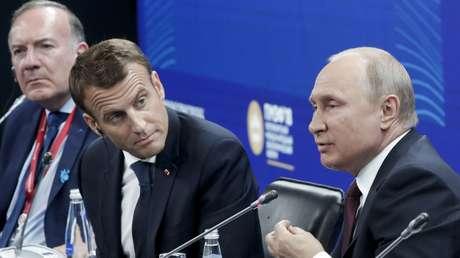 Vladímir Putin y Emmanuel Macron en el Foro Económico Internacional en San Petersburgo, 25 de mayo de 2018