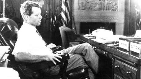 Robert F. Kennedy en el Departamento de Justicia, EE.UU., 1968.