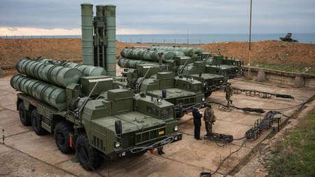 Sistemas rusos de defensa aérea S-400.