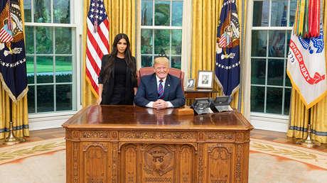 Kim Kardashian y Donal Trump durante un encuentro en la Casa Blanca en Washington, el 30 de mayo de 2018.