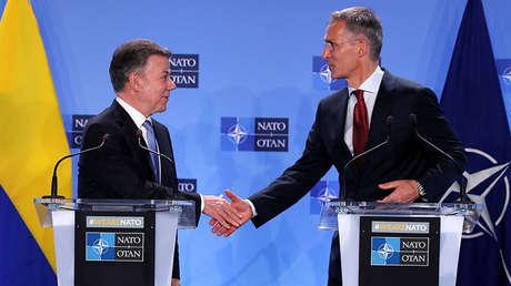 Santos, y el secretario General de la OTAN, Jens Stoltenberg, en Bruselas, Bélgica, 31 de mayo de 2018.