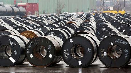 Rollos de acero en la planta ArcelorMittal Dofasco en Hamilton (Canadá), el 7 de marzo de 2018.