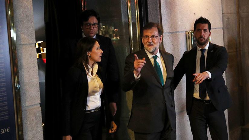 VIDEO: Rajoy pasa ocho horas en un bar mientras el Congreso debate la moción de censura