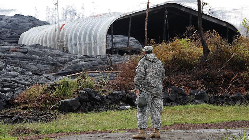 VIDEO: Fue a controlar su casa afectada por la lava en Hawái y un vecino le apuntó con arma