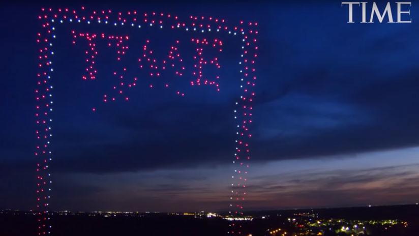 958 drones en el cielo: La revista Time sorprende con una impresionante portada (VIDEO)