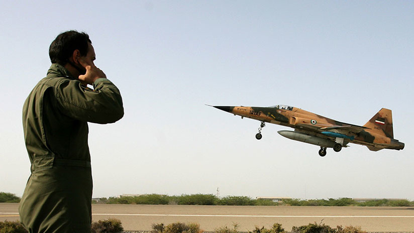 Un avión militar iraní se estrella en el centro del país