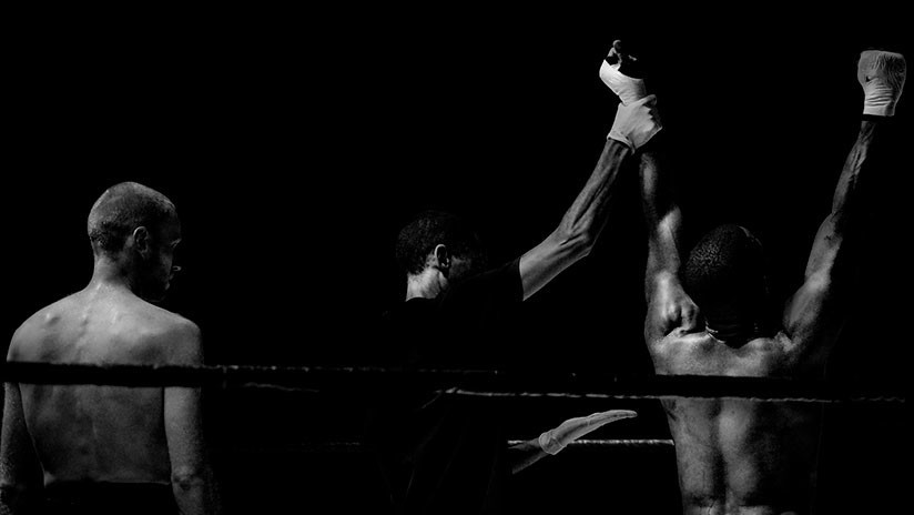 VIDEO: Luchador de MMA derriba a su rival, pero acaba noqueándose a sí mismo