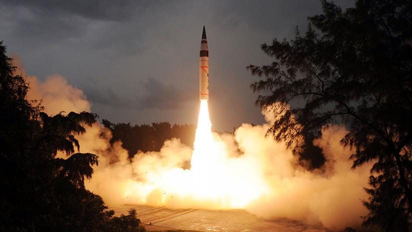 La India prueba con éxito el misil balístico Agni-5 capaz de portar una carga nuclear