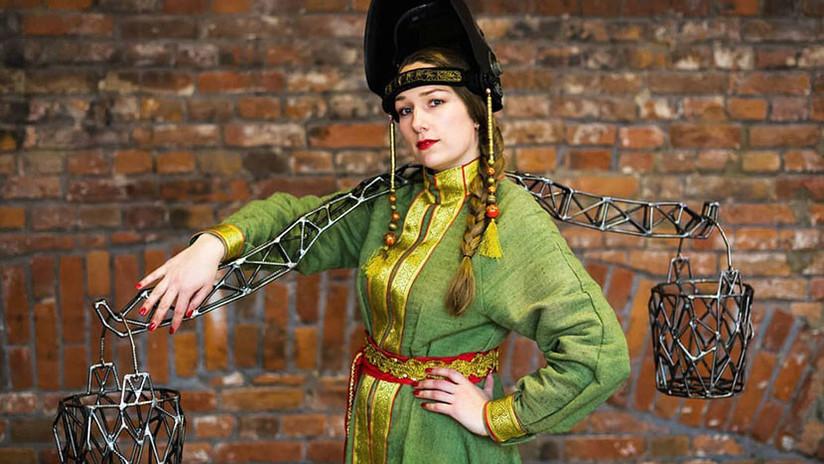 FOTOS, VIDEOS: La reina rusa de la soldadura que forja sus esculturas con trajes ignífugos