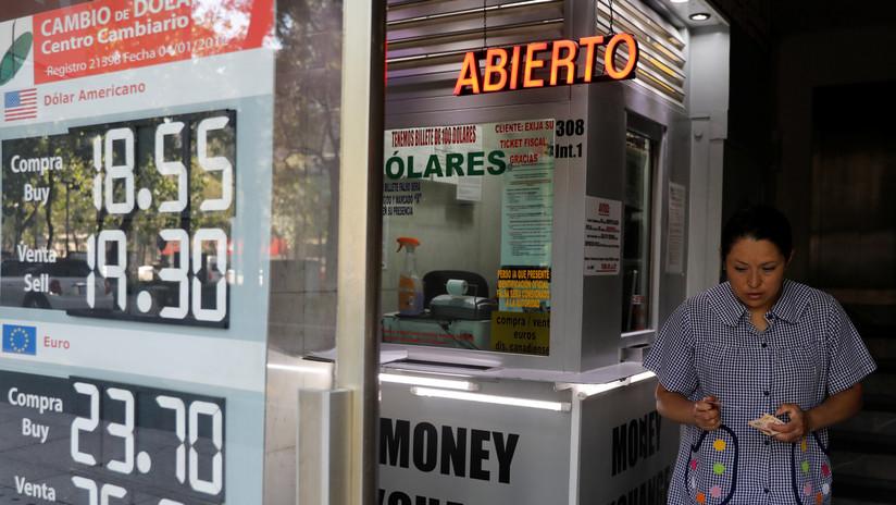 El peso mexicano se ubica en su peor momento frente al dólar en 15 meses