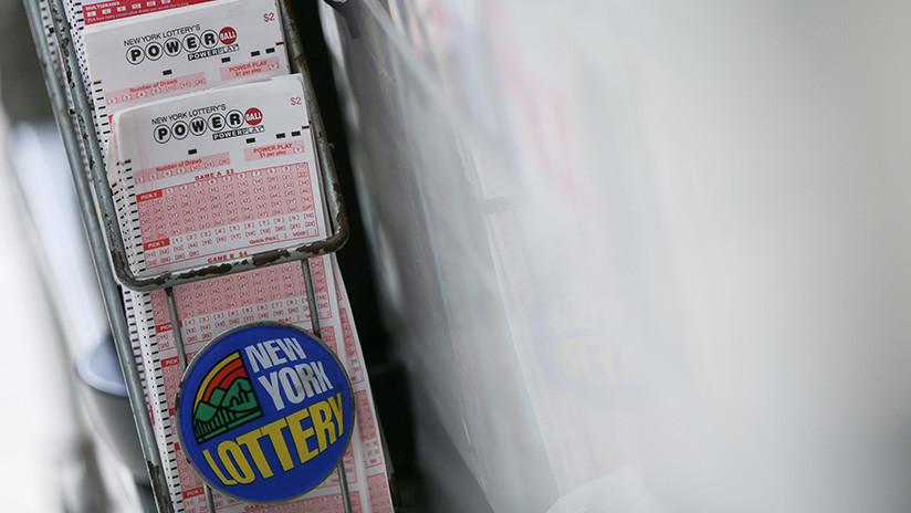 Millonario sin querer: Compra lotería para descambiar billete de 100 dólares y gana un premio mayor