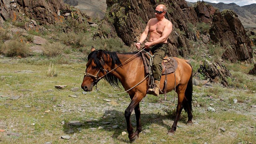 """Putin explica el motivo de sus fotos """"medio desnudo"""""""