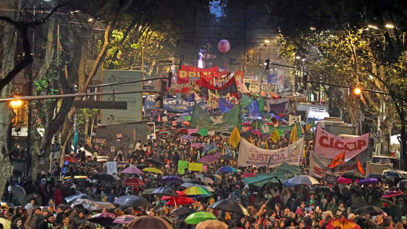 La impactante foto del #NiUnaMenos que se hizo viral en Argentina y los grandes medios no mostraron