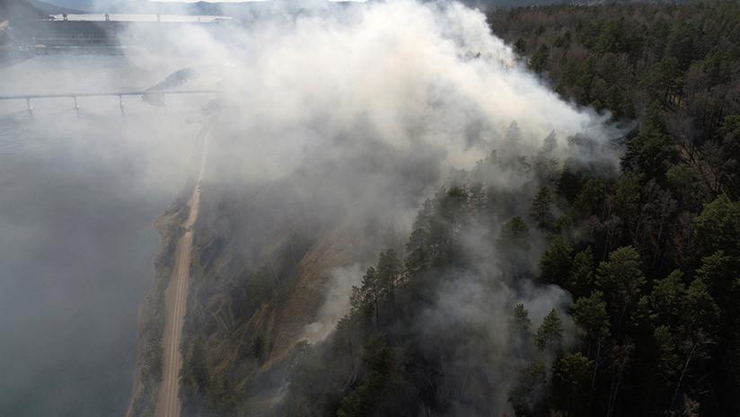 Un gran incendio forestal azota el área del desastre nuclear de Chernóbil (FOTO)