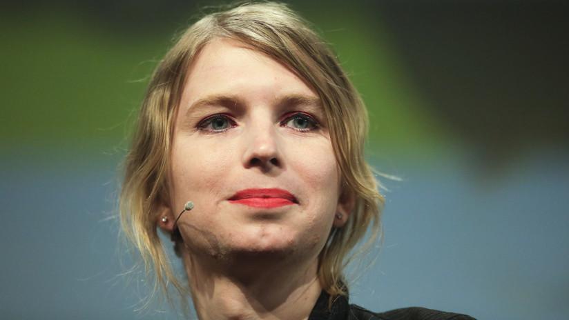 """VIDEO: Policías irrumpen en casa de Chelsea Manning con armas de fuego en un """"control de bienestar"""""""