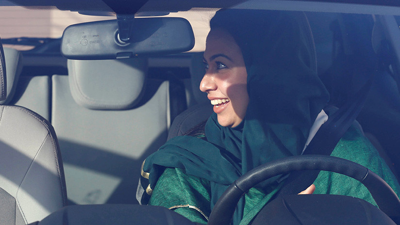 Las mujeres ya tienen carné de conducir en Arabia Saudita, pero hay 8 cosas que aún no pueden hacer