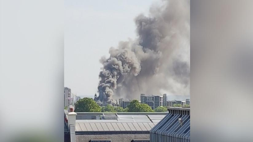 Humo negro sobre Londres por un gran incendio cerca de Hyde Park (VIDEOS)