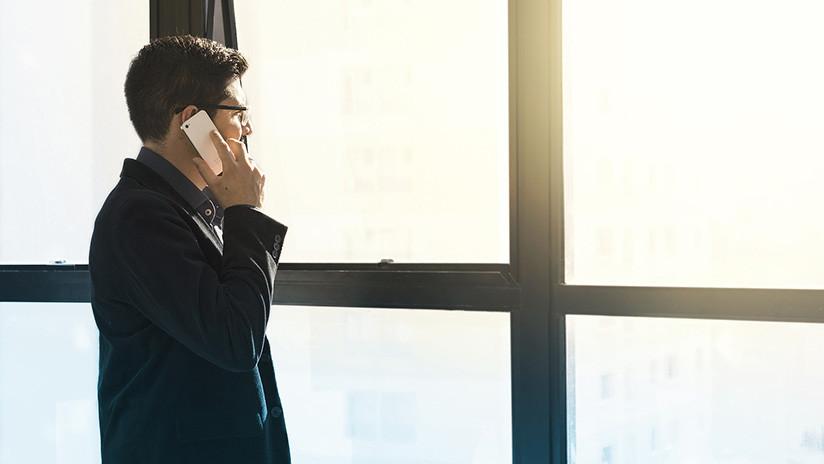 Revelan cómo los celulares 'escuchan' nuestras conversaciones privadas