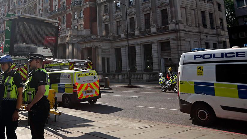VIDEO: Motociclistas armados con 'cuchillos zombi' y martillos asaltan una joyería en Londres